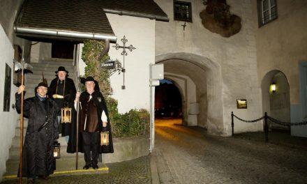 Schwere Schritte, dunkle Gassen: Mit dem Nachtwächter durch die Alpenstadt Bludenz
