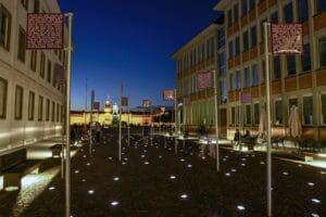 Platz der Grundrechte mit dem Karlsruher Schloss im Hintergrund © Fabian von Poser