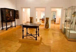 Eindrücke der europäischen Sammlung im ersten Obergeschoss © Museum für Lackkunst Münster